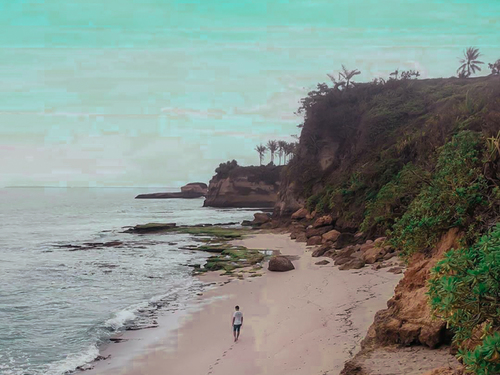 Pantai Karang Gantungan